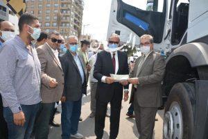 محافظ القليوبية يتسلم سيارة قلاب 50 طن تبرعا من بنك فيصل الاسلامي بمبلغ 3 مليون و150 ألف جنية
