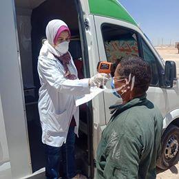 توقيع الكشف الطبي على العاملين بالطريق الصحراوي الغربي ضمن قافلة لصحة المنيا