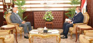 وزير التنمية المحلية يبحث مع محافظ الجيزة ملف التصالح على مخالفات البناء وجهود تحسين الخدمات