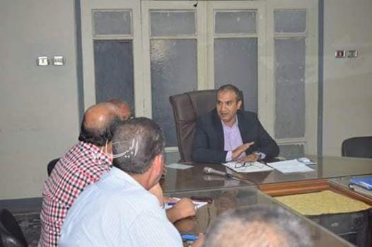 رئيس مدينة أبو قرقاص بالمنيا يعقد إجتماع لمناقشة ضعف مياه الشرب ببعض الاماكن