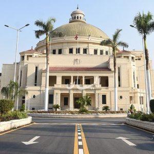 جامعة القاهرة تتيح المقررات الدراسية لطلابها من ذوي الإعاقة البصرية والسمعية للتعلم عن بعد