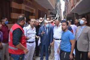"""محافظ المنيا، يتفقد موقع """"حريق """" تسبب في انهيار جزئي لـ 6 منازل بحي أبو هلال"""