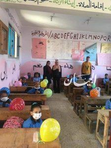 بالبالونات والحلوى.. شباب حزب المصريين برأس غارب يستقبلون طلبة المدارس الحكومية والخاصة