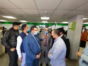 """"""" هشام آمنه"""" يتفقد انتظام صرف المنحة للعمالة الغير منتظمة بمركز الخدمات البريدية بايتاي البارود"""