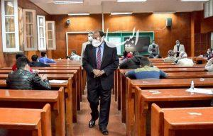 رئيس جامعة بني سويف يتفقد سير الامتحانات ويؤكد: خطة متكاملة لتطبيق الإجراءات الإحترازية
