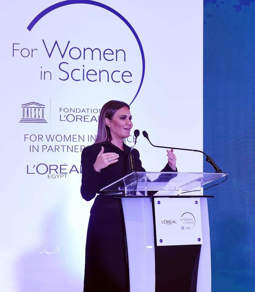 """""""وزيرة الاستثمار"""" تكرم 3 باحثات مصريات فائزات بزمالة برنامج لوريال-يونيسكو"""