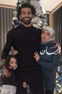 اصابه محمد النني بكورونا و والد محمد صلاح ينفي اصابه أسرة نجله