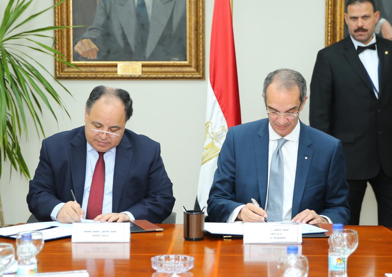 توقيع مذكرة تفاهم بين الماليه والاتصالات لإنهاء التشابكات المالية وتحسين الخدمات العامة